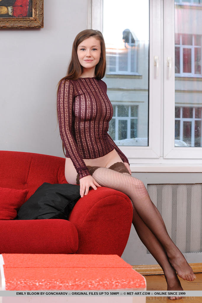 emily-bloom-red-sofa-fishnet-stockings-pussy-metart-02