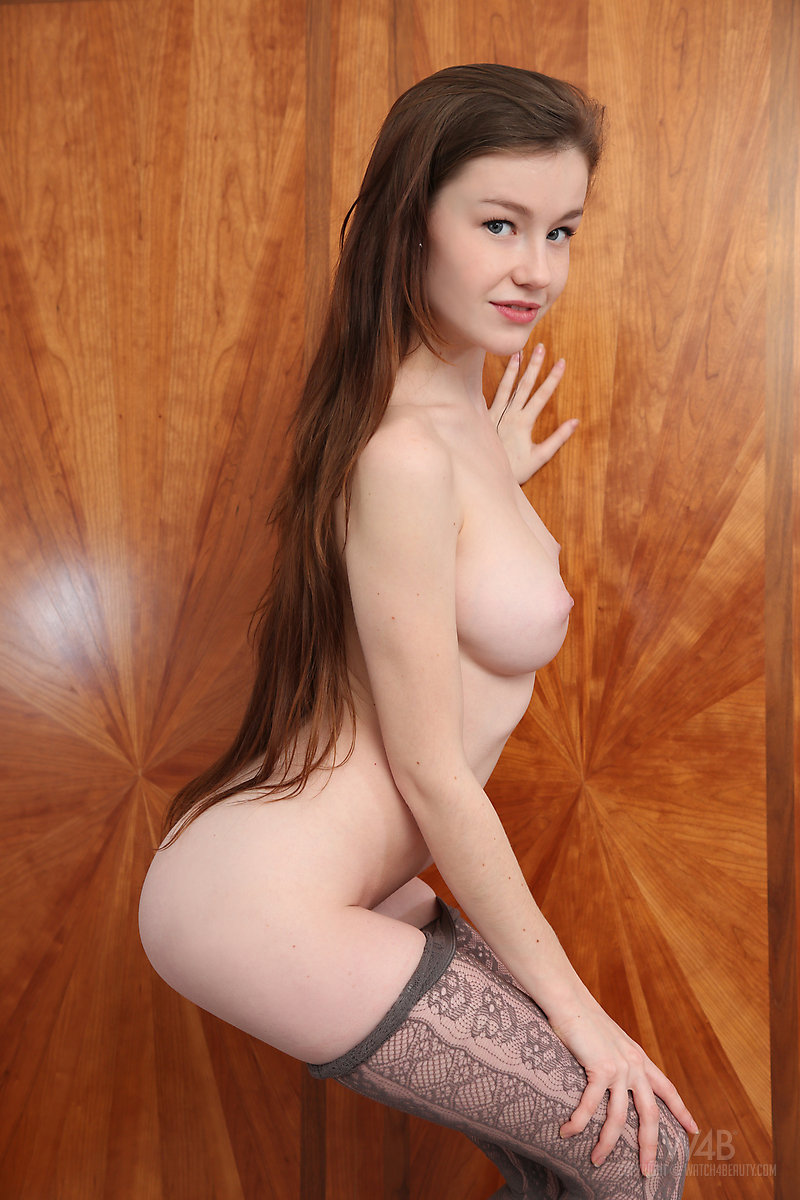 emily-bloom-pantyhose-tights-naked-watch4beauty-09