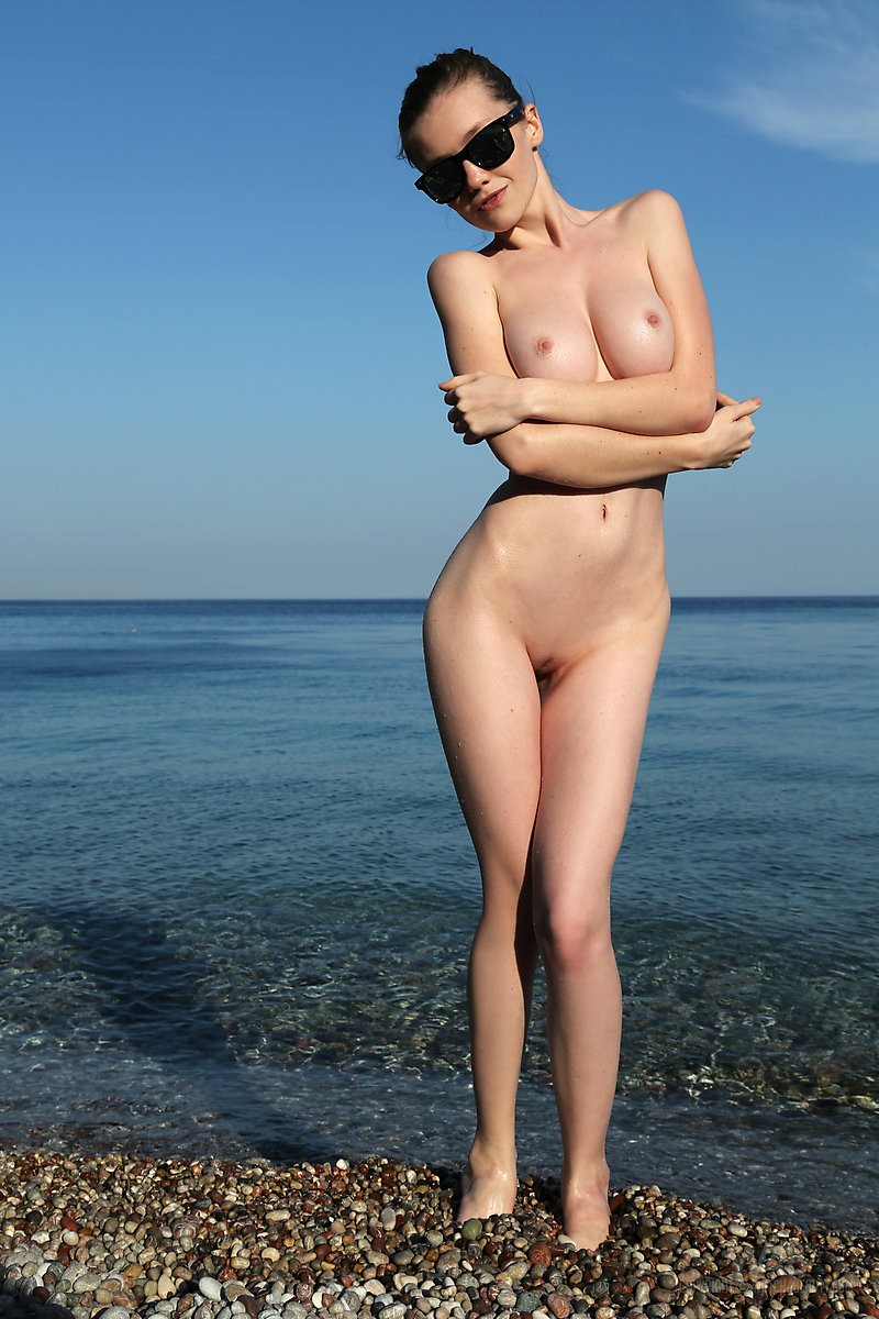 emily-seaside-beach-watch4beauty-02