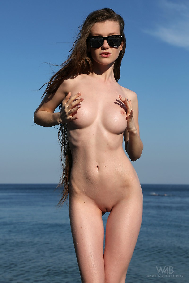 emily-seaside-beach-watch4beauty-05