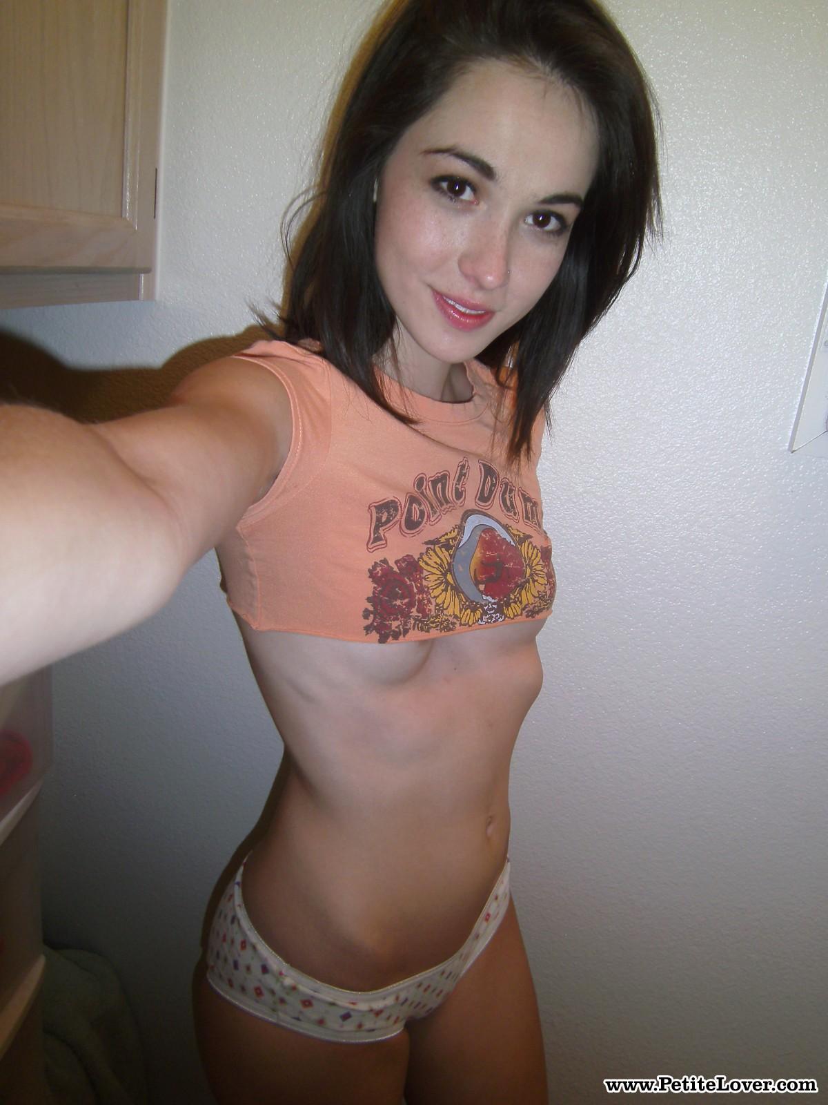 emily-grey-selfshot-teen-naked-pussy-petitelover-02