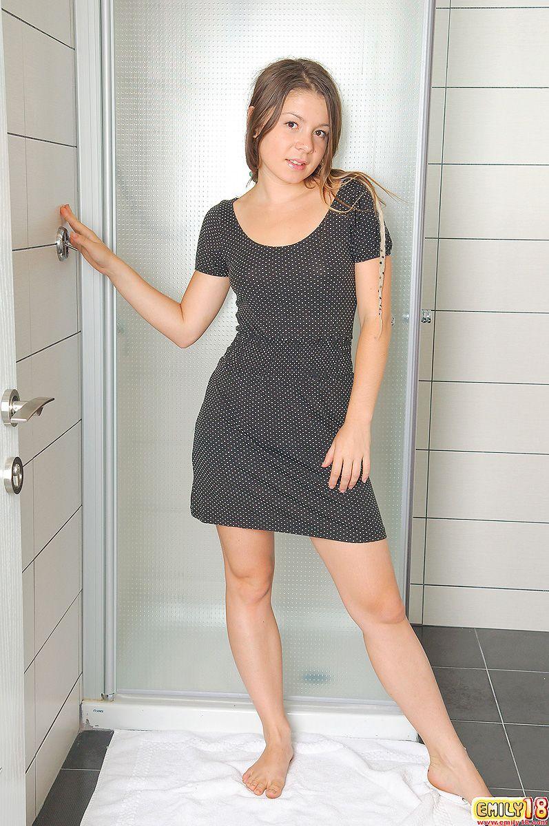 emily18-bathroom-nude-01