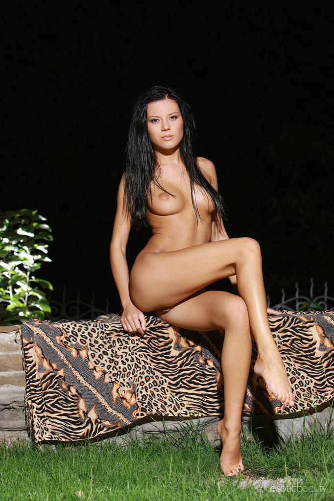 emily-a-night-nude-eroticbeauty-10