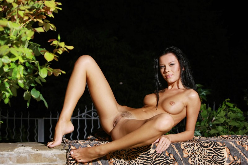 emily-a-night-nude-eroticbeauty-11