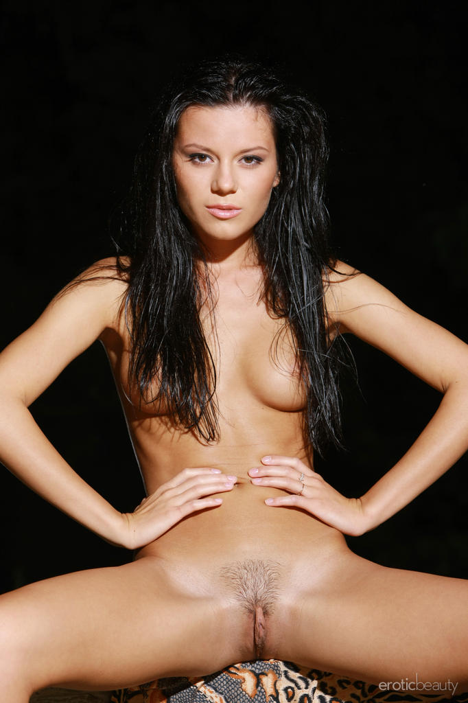 emily-a-night-nude-eroticbeauty-12