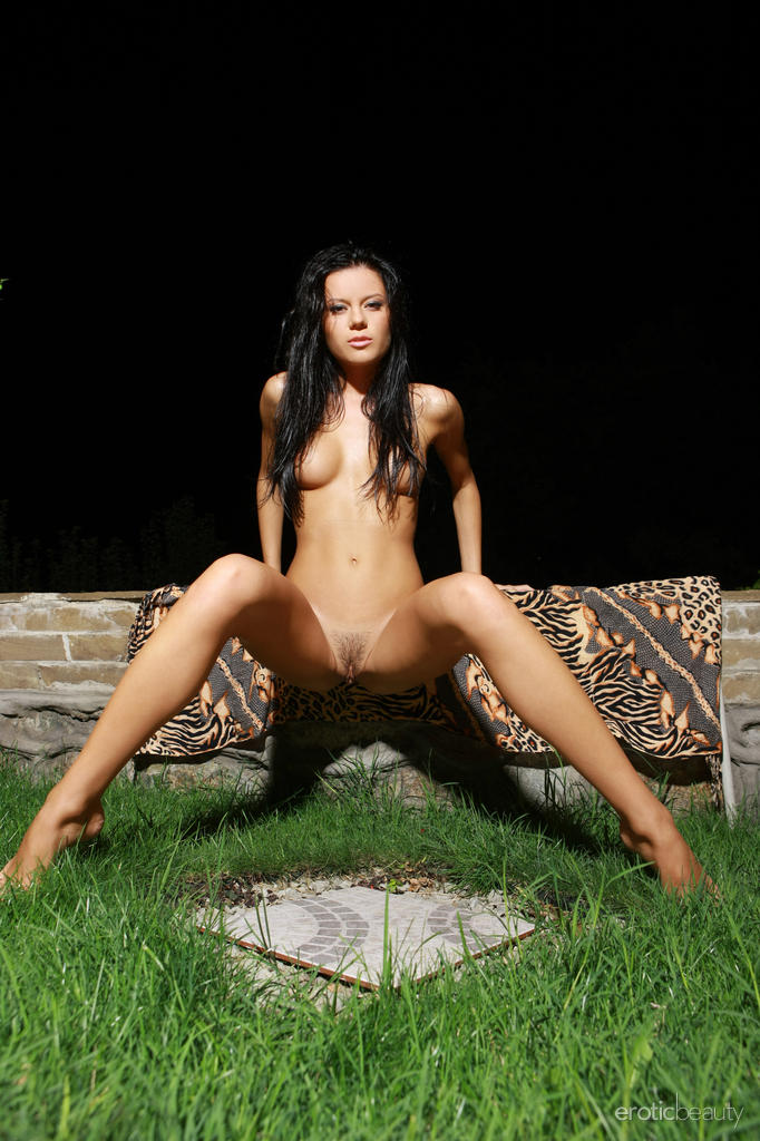 emily-a-night-nude-eroticbeauty-13