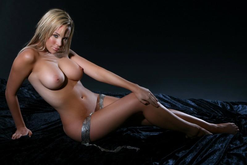 emily-scott-topless-nude-02