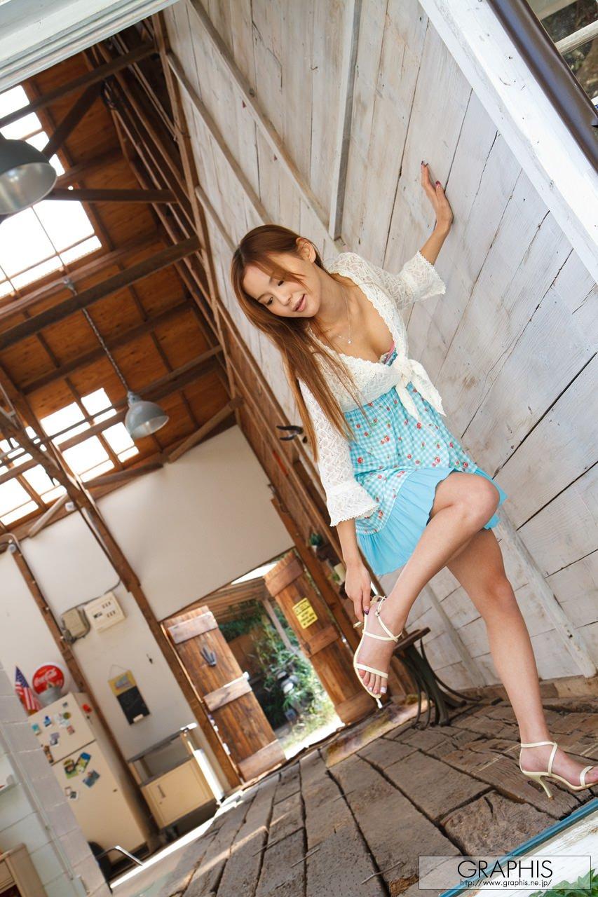 emiri-okazaki-blue-dress-naked-graphis-06