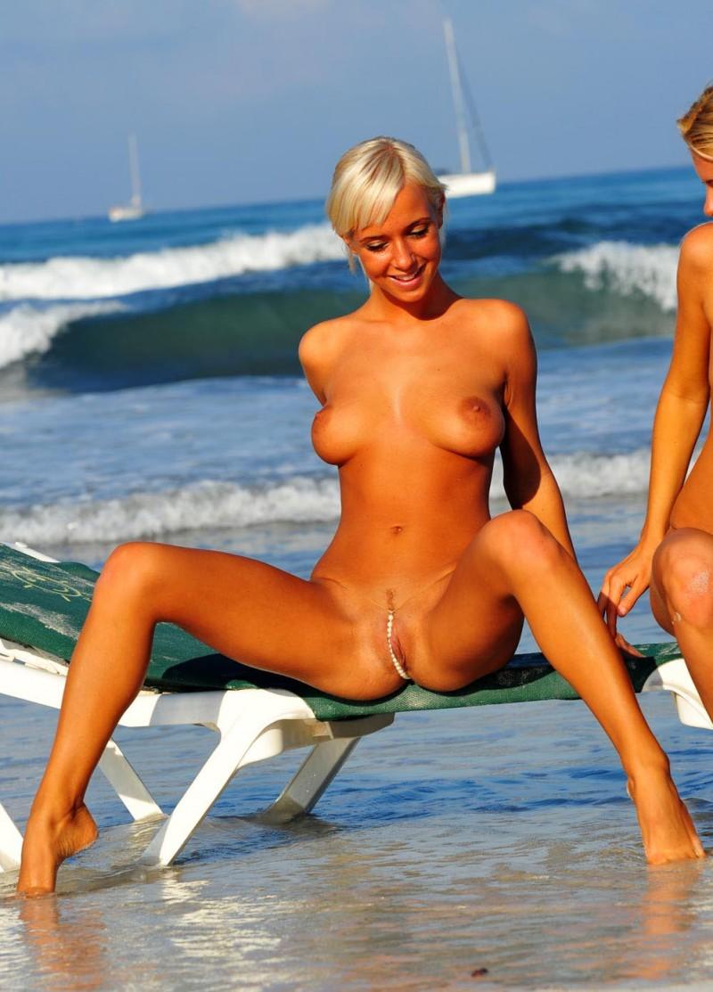 judita-tomazyova-&-michaela-plankova-beach-06
