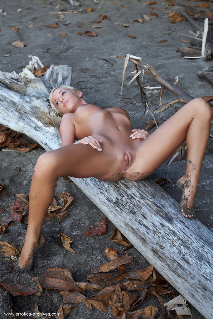 emma-beach-nude-errotica-archives-12