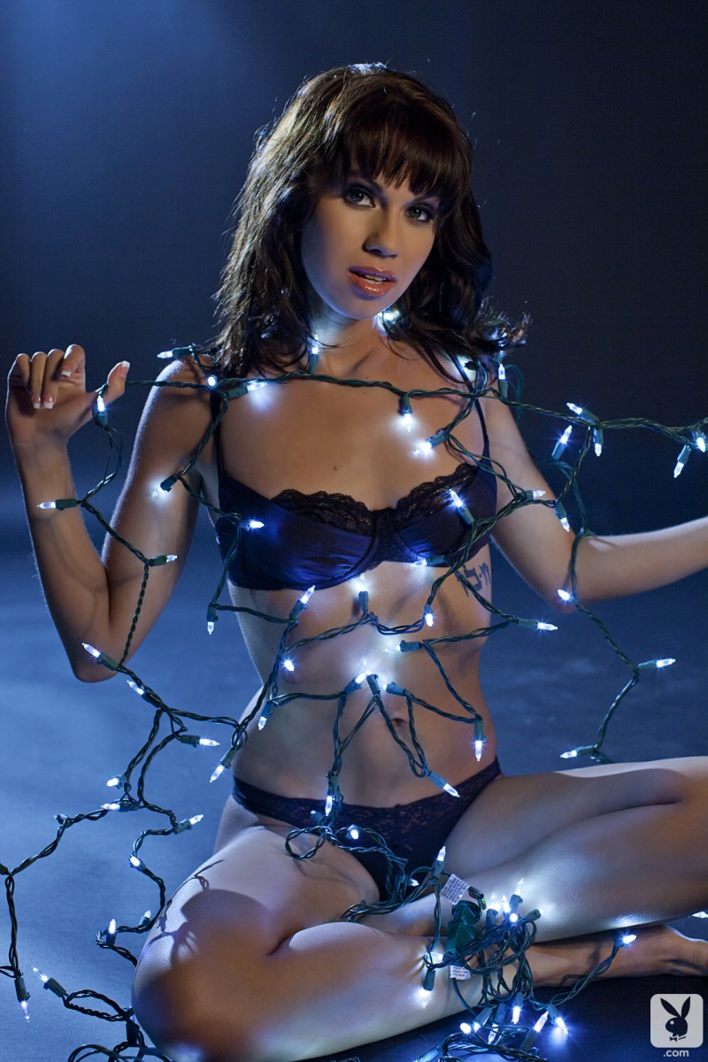 erika-knight-justine-miller-christmas-lights-xmas-playboy-03
