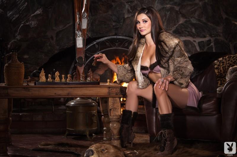 erika-knight-hunting-cottage-playboy-03