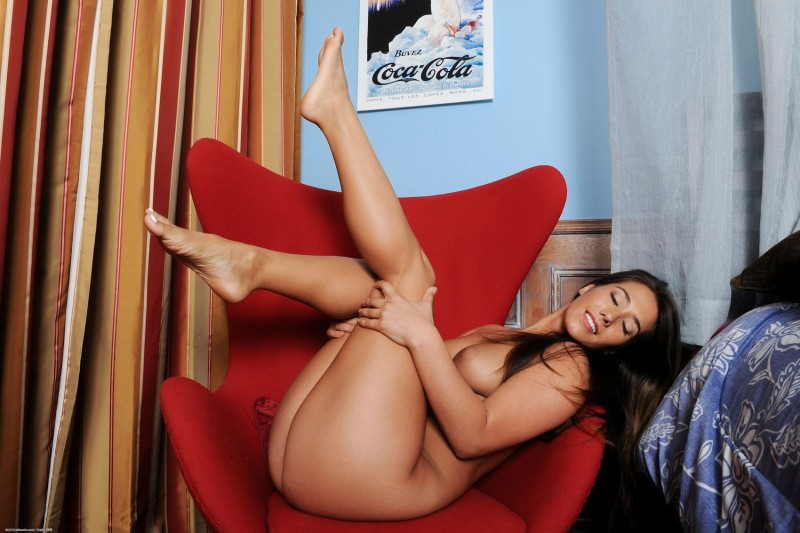 eva-lovia-red-armchair-nude-07