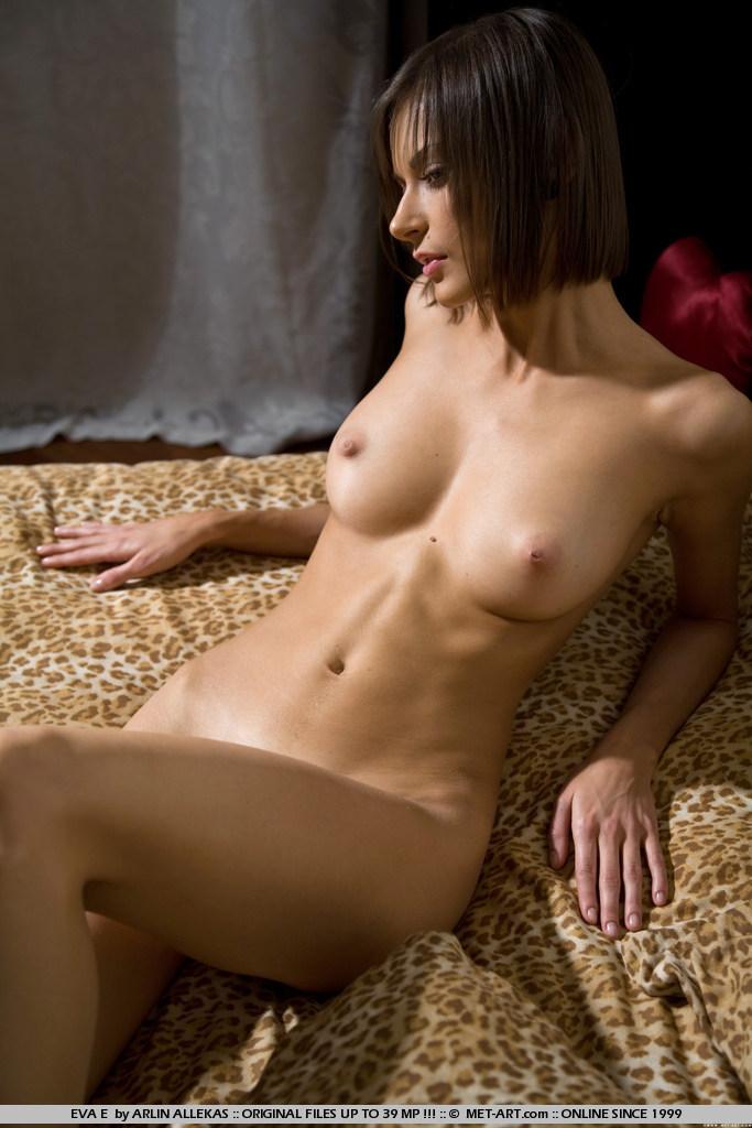 eva-e-naked-bedroom-metart-05