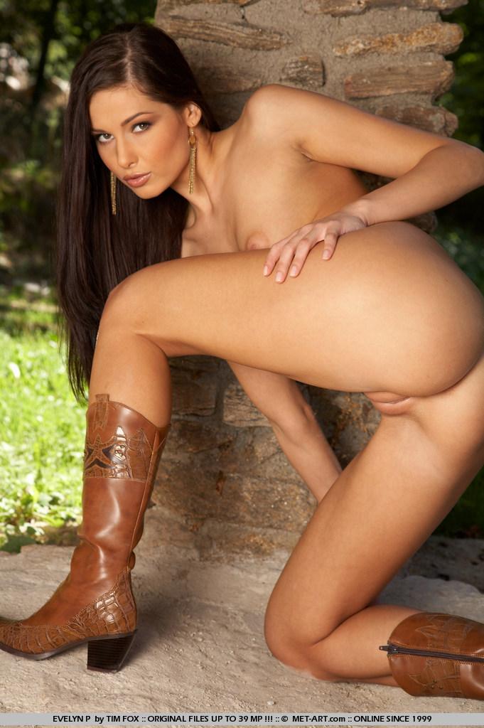 naked hispanic girl phat ass