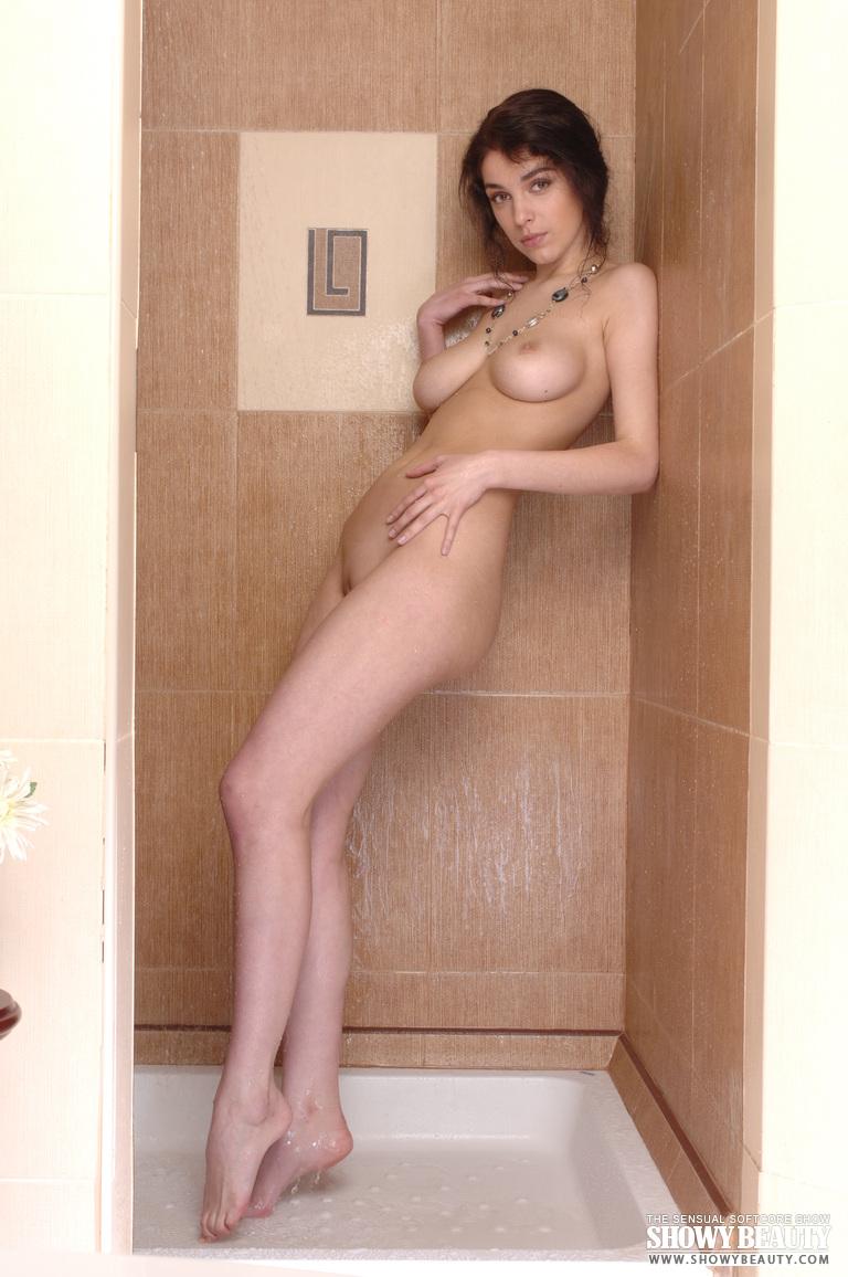evelina-shower-showy-beauty-09