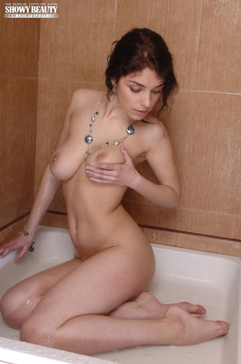 evelina-shower-showy-beauty-14