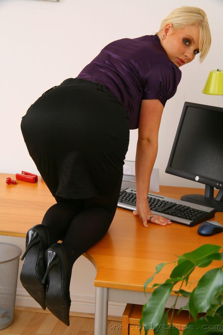 faith-secretary-stockings-nude-onlytease-04