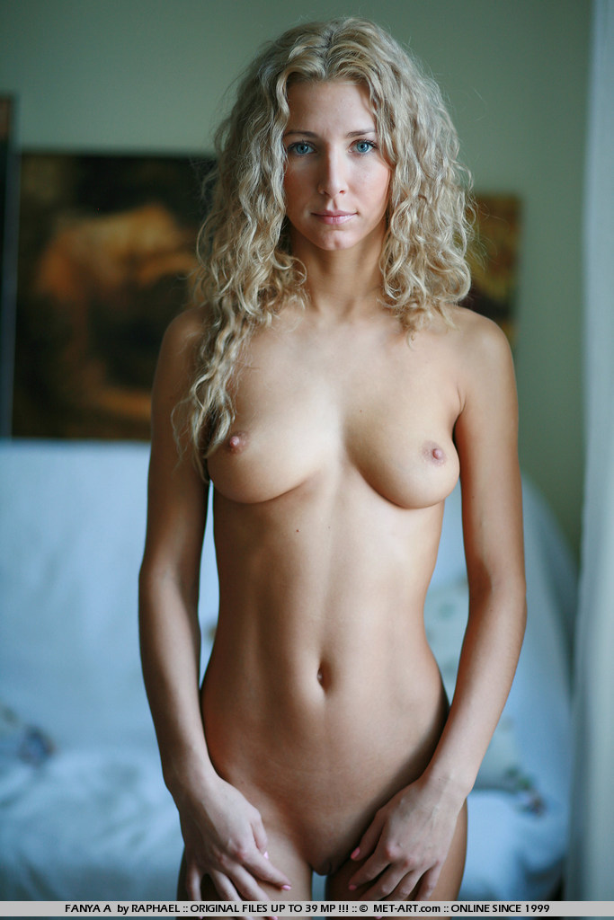 naked fit blonde women