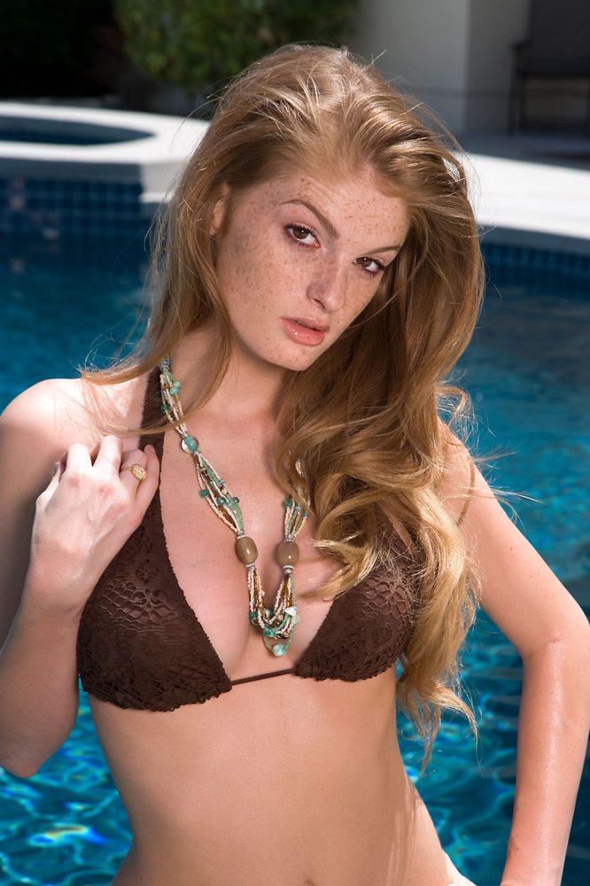 faye-valentine-pool-bikini-01