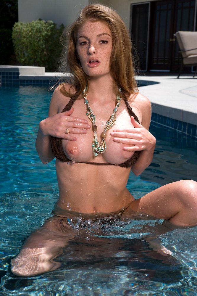 faye-valentine-pool-bikini-04