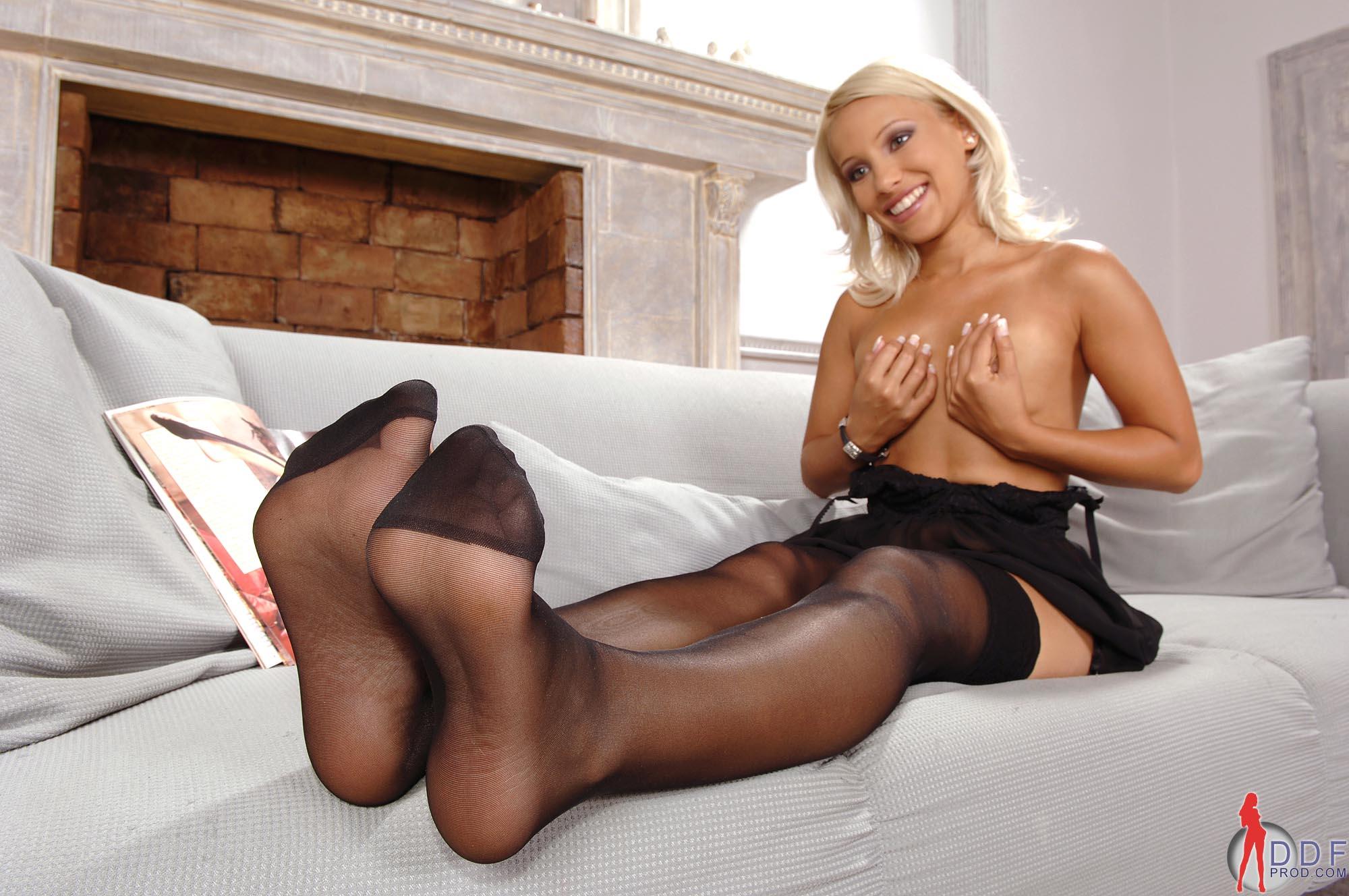 порно картинки девушки в колготках ступни