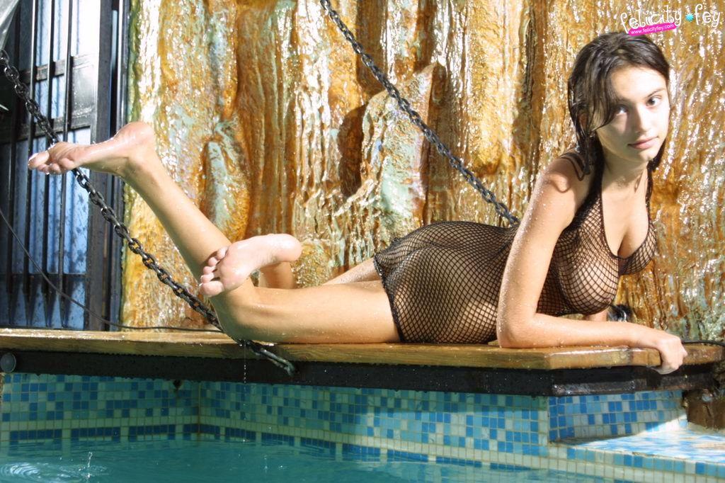 pool Felicity fey