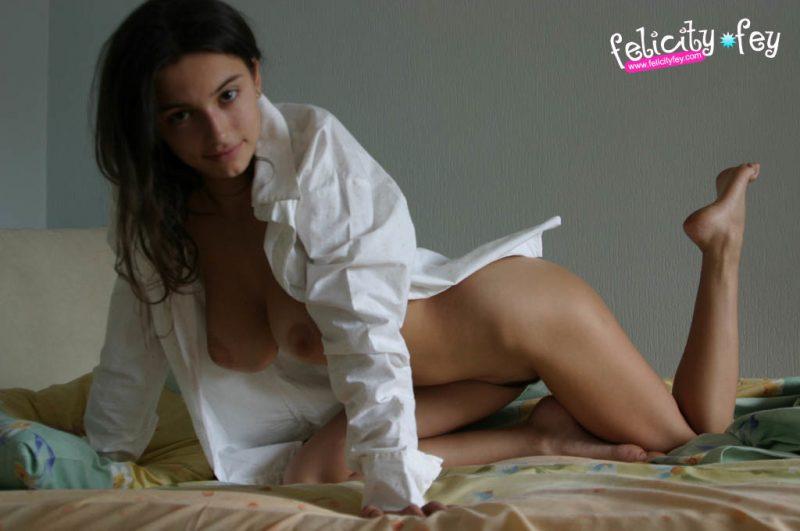 felicity-fey-naked-boobs-bedroom-34