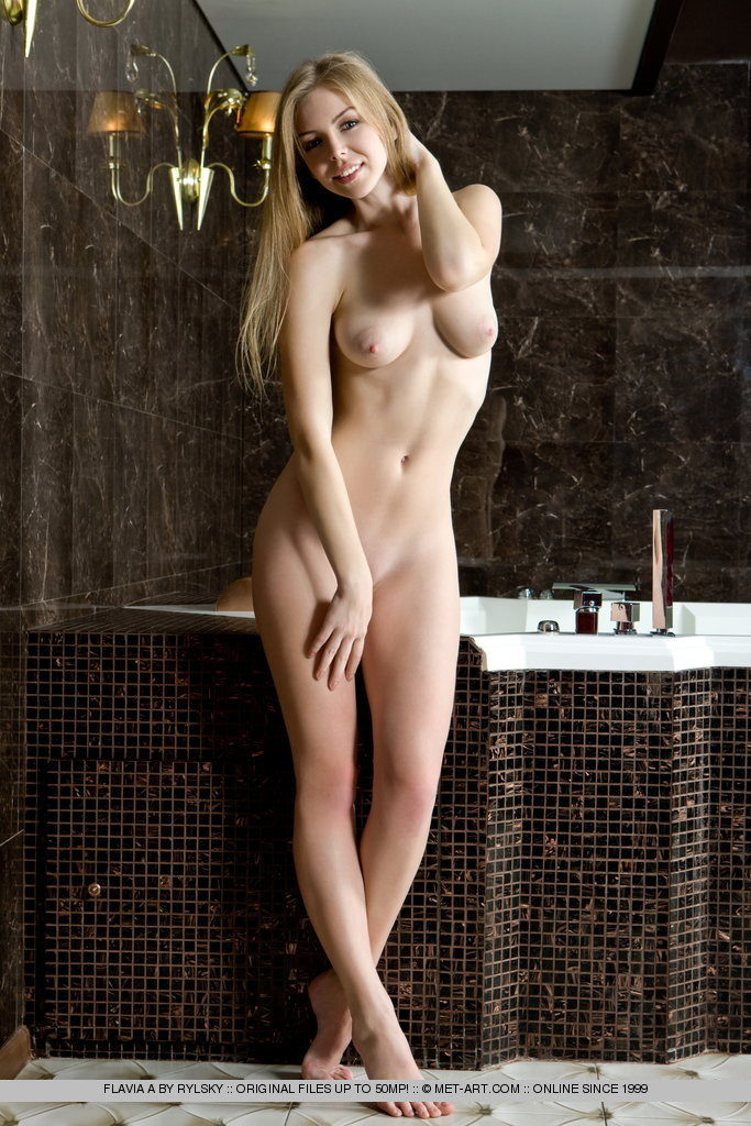 flavia-a-bath-met-art-01