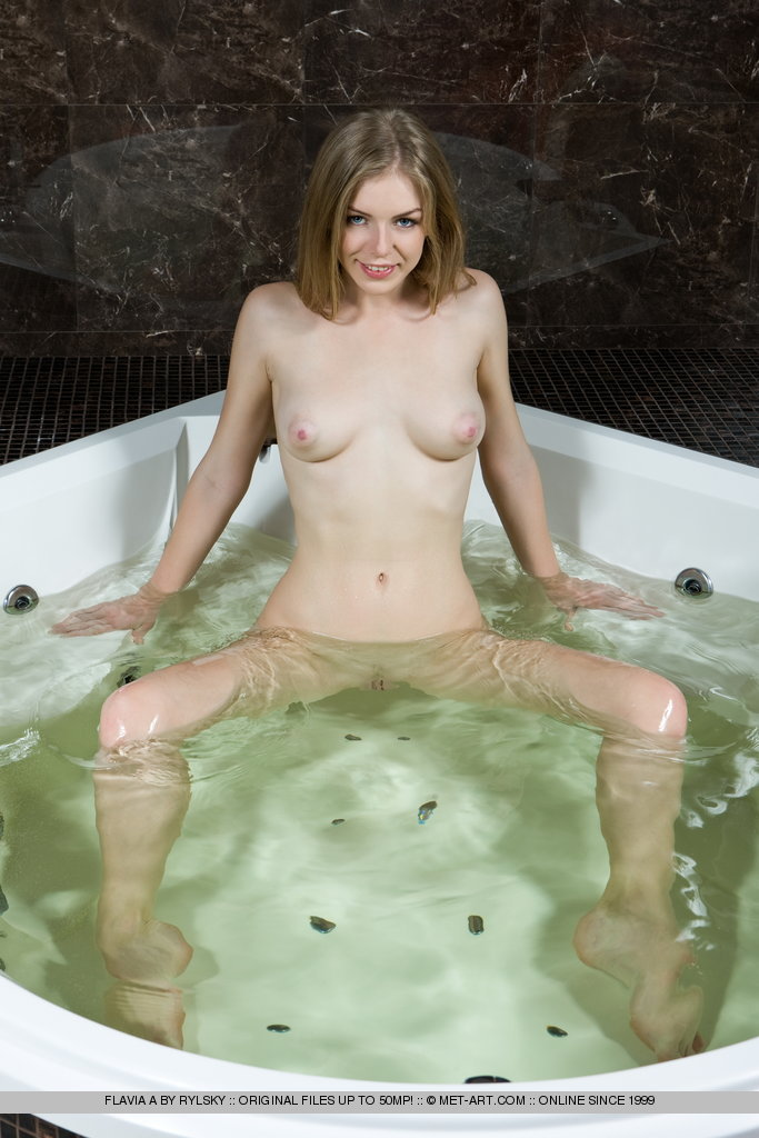 flavia-a-bath-met-art-08