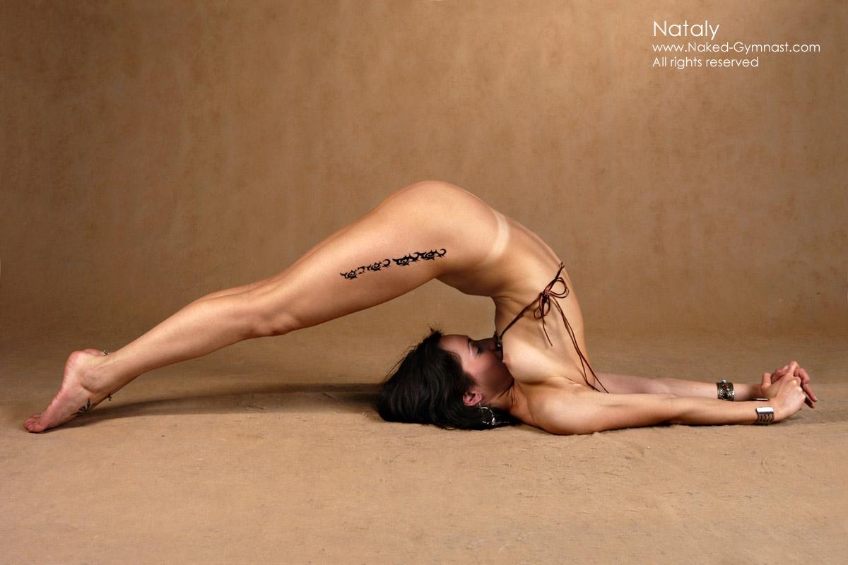 Голая йога в Австралии 14 фото  Триникси