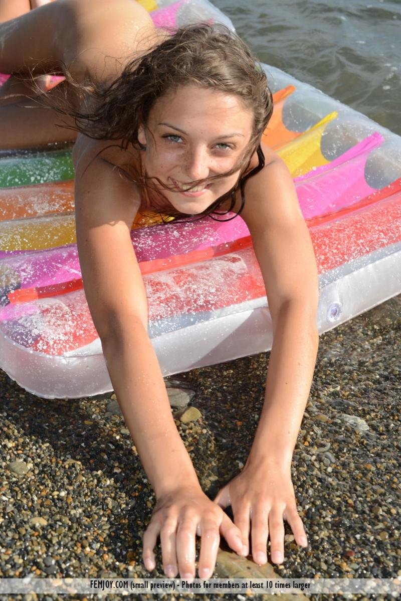 medina-u-seaside-beach-femjoy-10