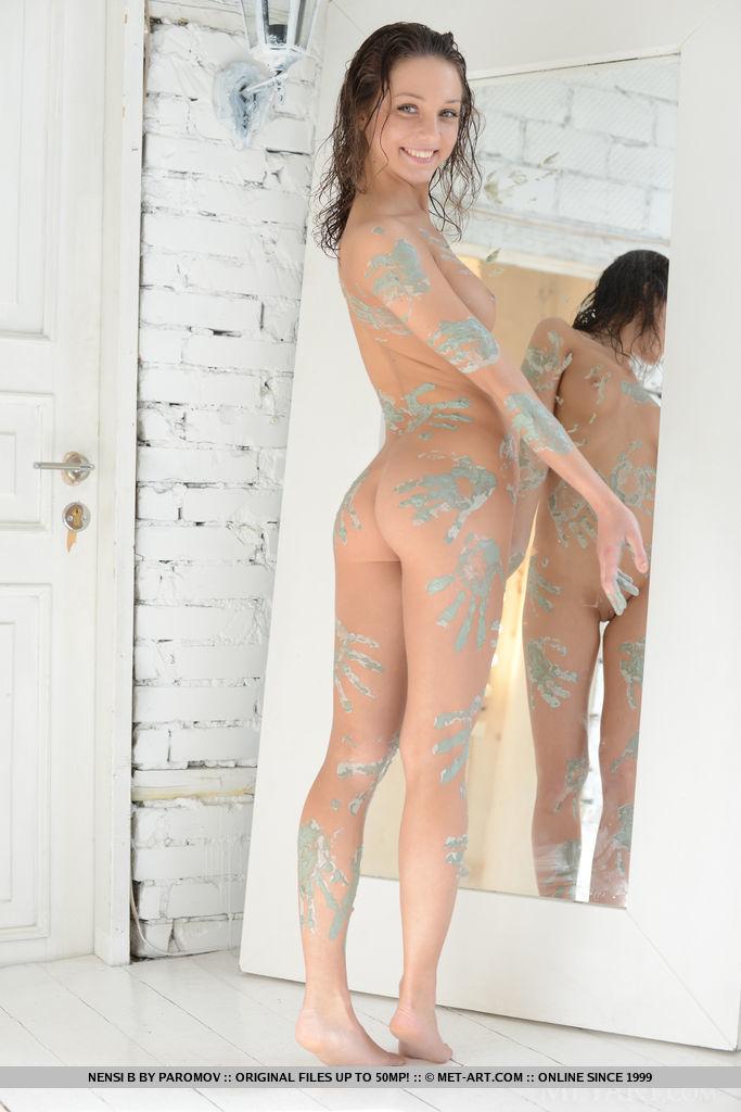 nensi-b-nude-mud-hands-metart-02