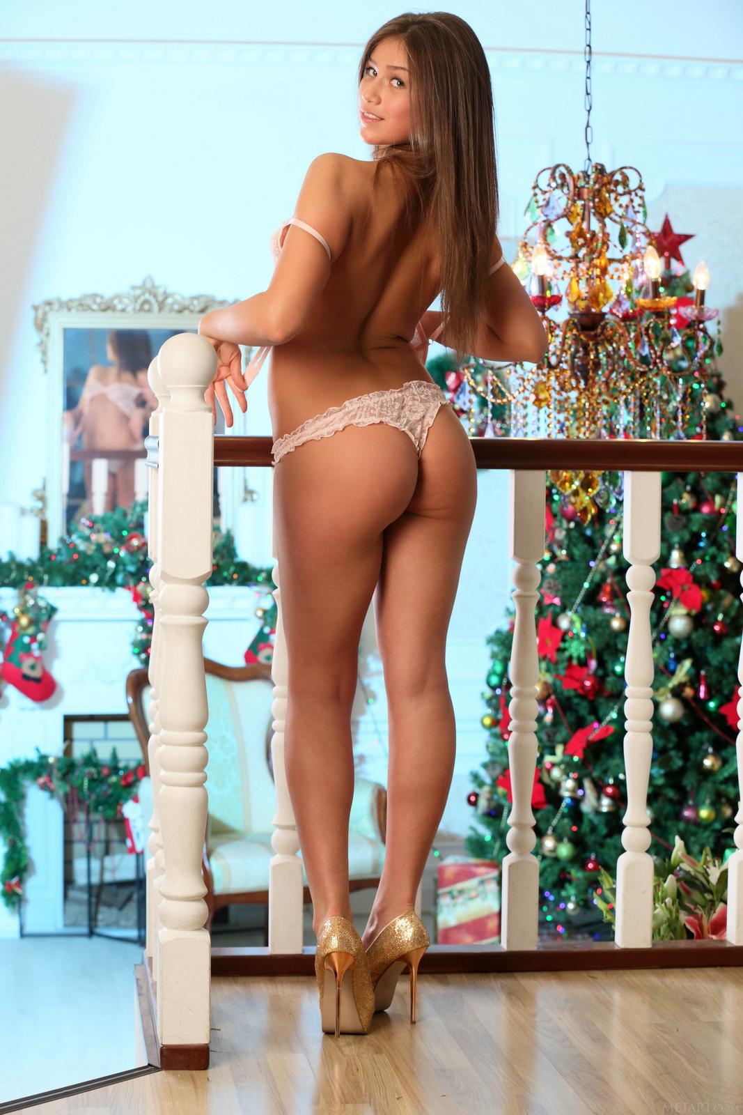 foxy-salt-lingerie-high-heels-nude-girl-xmas-metart-04
