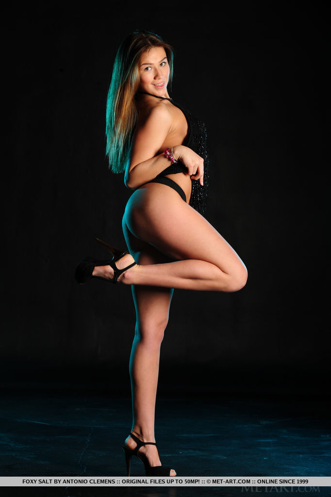 foxy-salt-black-high-heels-naked-metart-04