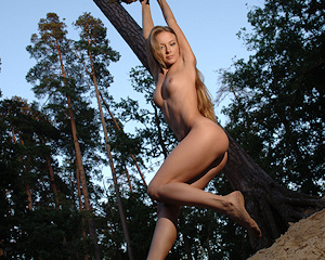 frances-a-nude-under-tree-metart