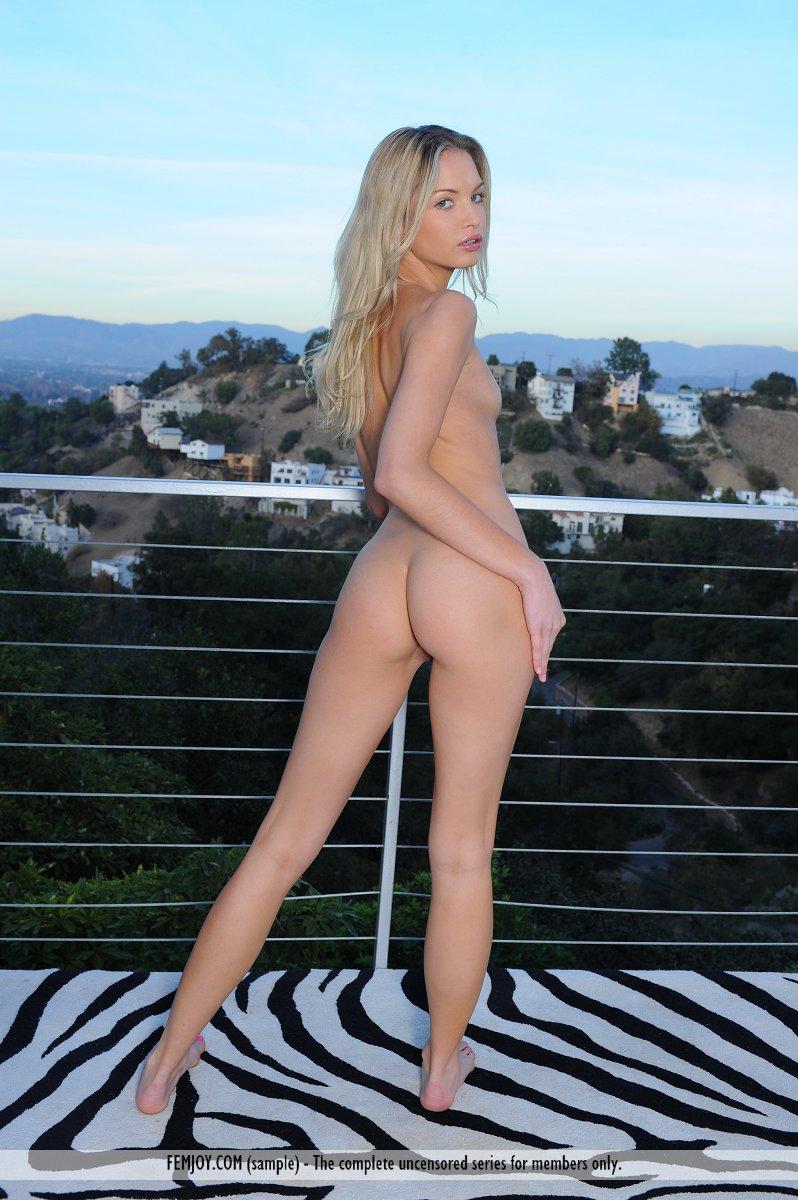 franziska-facella-balcony-femjoy-14