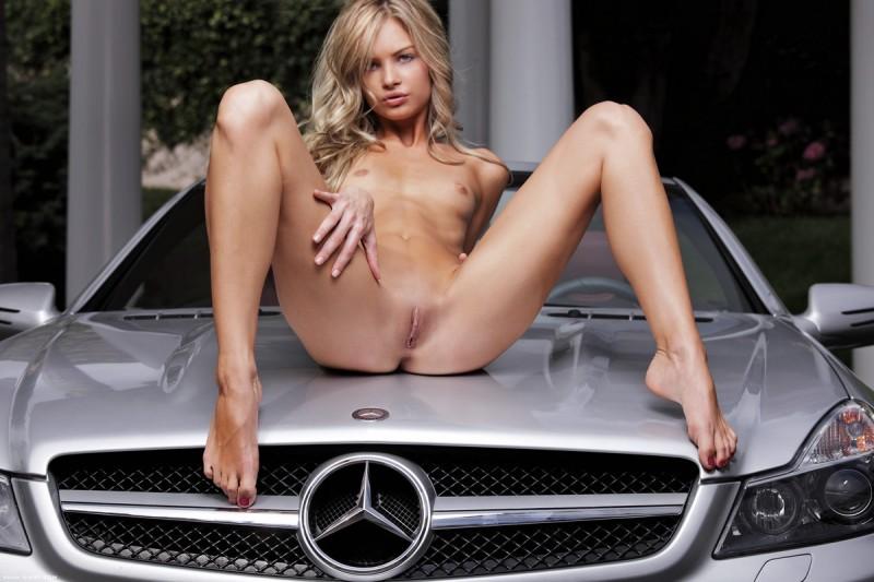 francesca-nude-blonde-mercedes-sl-xart-11