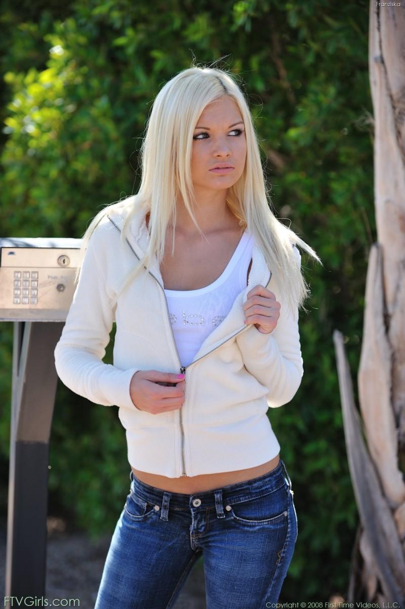 franziska-jeans-outdoor-nude-ftvgirls-03