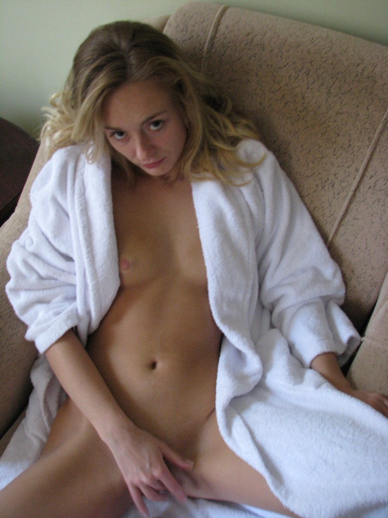 nude freckled blonde amateur