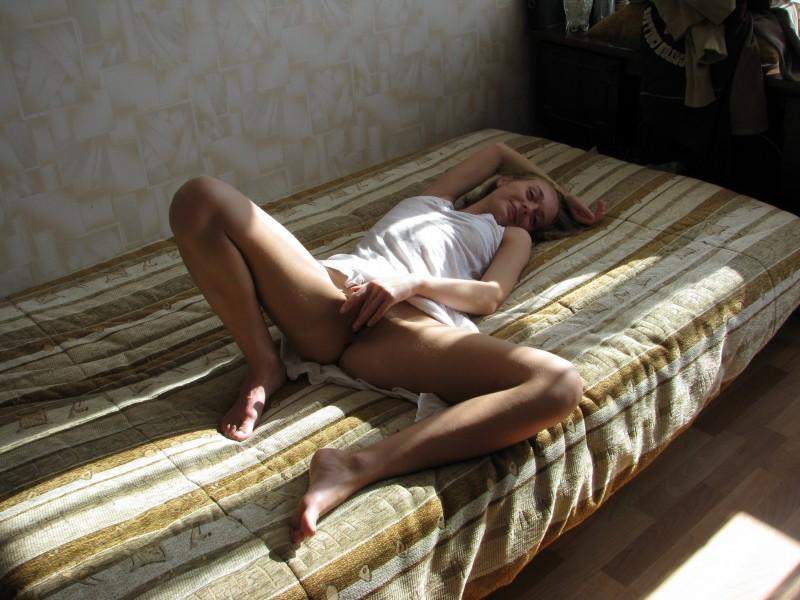 amateur-blonde-freckles-nude-44
