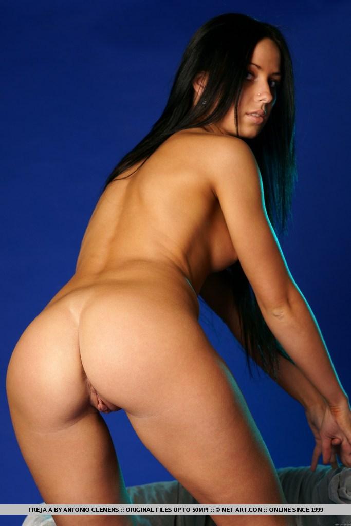 freja-a-nude-brunette-metart-08