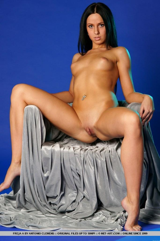 freja-a-nude-brunette-metart-09