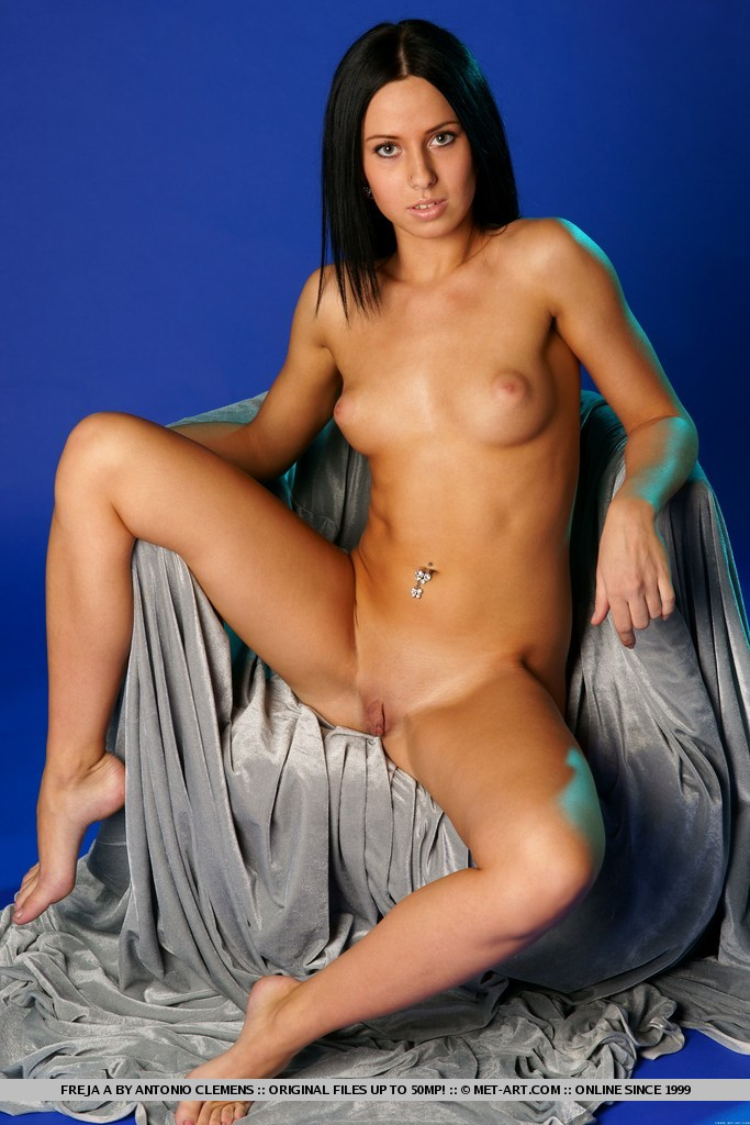 freja-a-nude-brunette-metart-10
