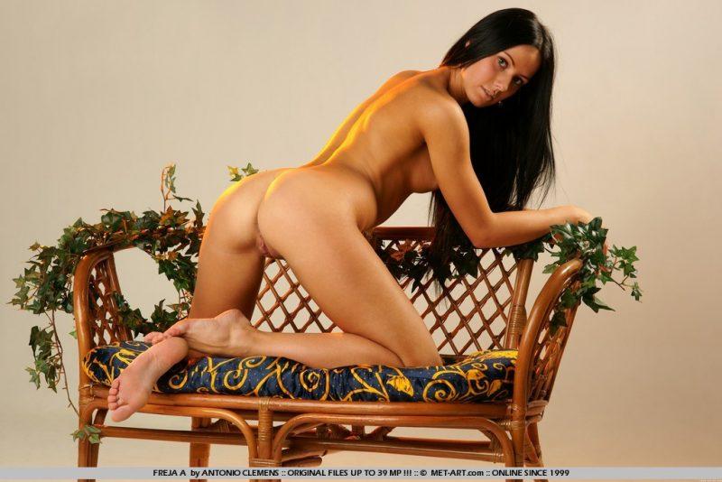 freja-a-bench-nude-metart-02