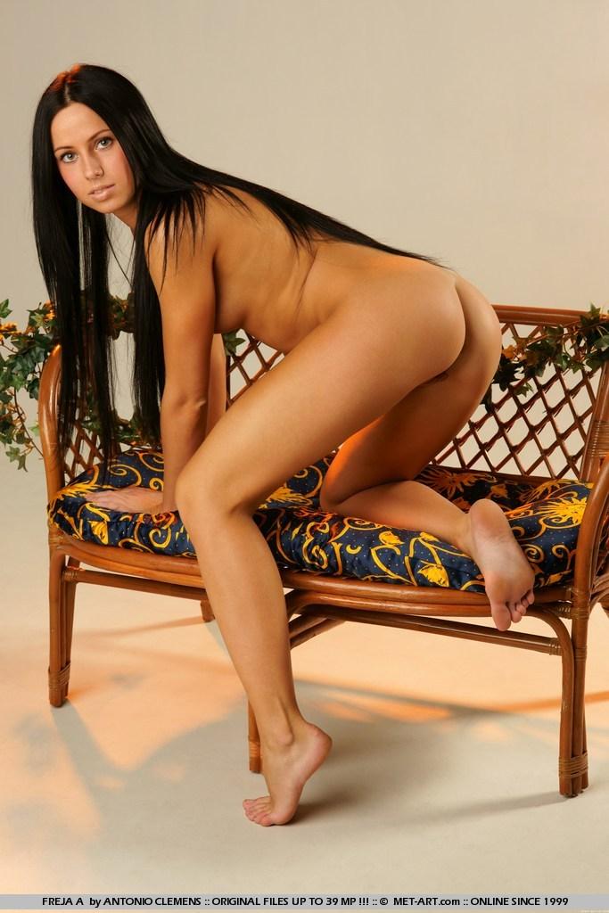 freja-a-bench-nude-metart-07