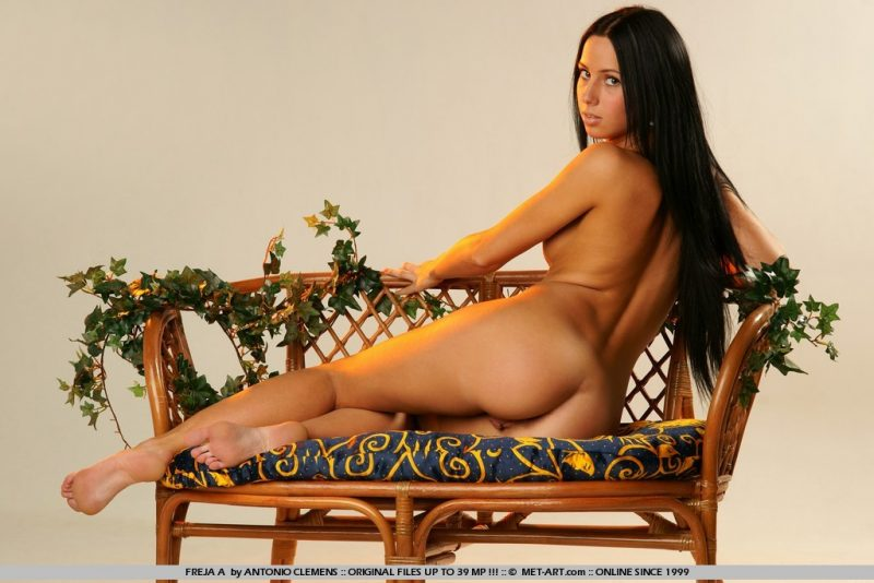 freja-a-bench-nude-metart-10