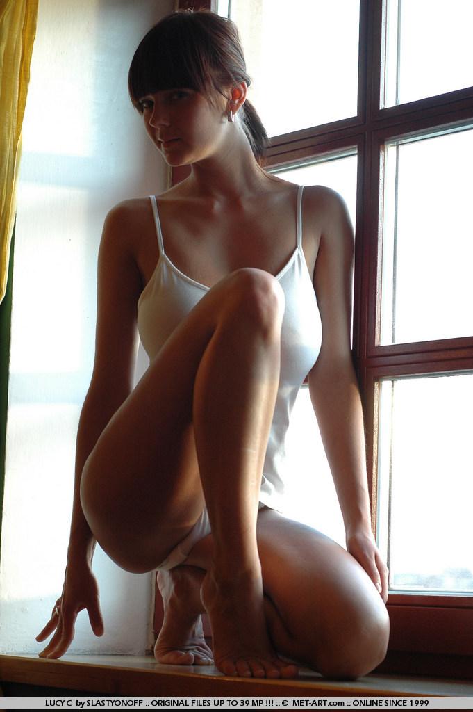 lucy-c-huge-boobs-nude-sunlight-met-art-01