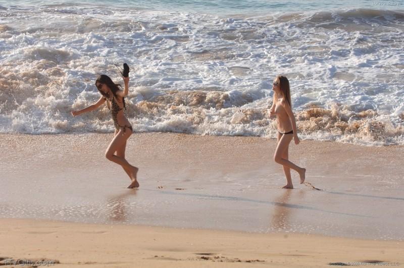 larysa-&faye-beach-bikini-naked-ftvgirls-08
