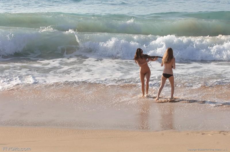 larysa-&faye-beach-bikini-naked-ftvgirls-10